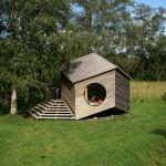 บ้านกระท่อมไม้ในธรรมชาติ ออกแบบแนวคิดทรงหกเหลี่ยม เพื่อรูปแบบชีวิตยั่งยืน