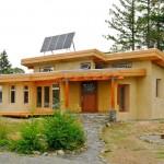 บ้านจากวัสดุรีไซเคิล 'ซังข้าวโพด' สร้างเพื่ออนุรักษ์สิ่งแวดล้อม ผลิตไฟฟ้าใช้เอง