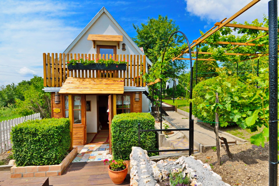 jozsis-cottage-1