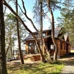 บ้านไม้สองชั้น ตกแต่งภายในเรียบสวยดูอบอุ่น ในบรรยากาศพักผ่อนที่เป็นธรรมชาติ