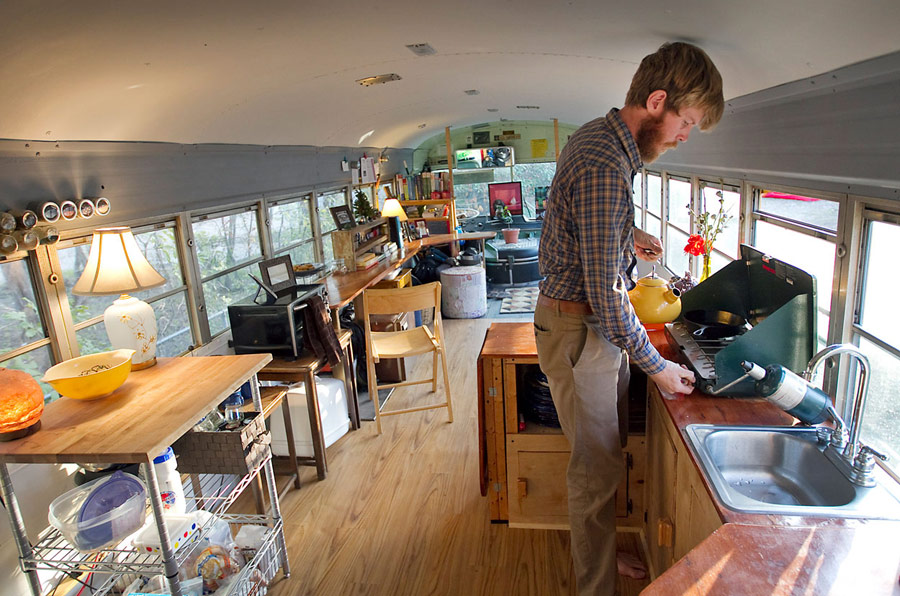 mini bus tiny house for couple honetmoon travel (2)