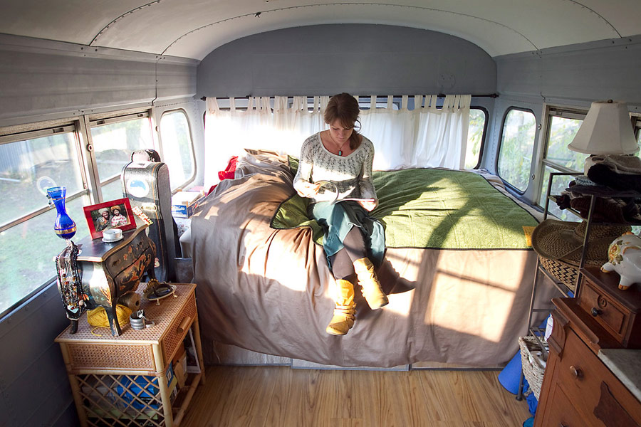 mini bus tiny house for couple honetmoon travel (3)