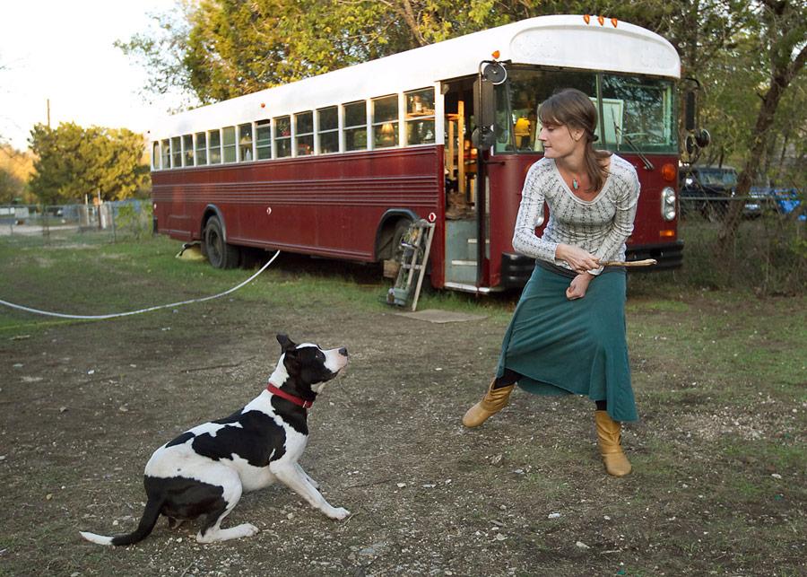 mini bus tiny house for couple honetmoon travel (7)