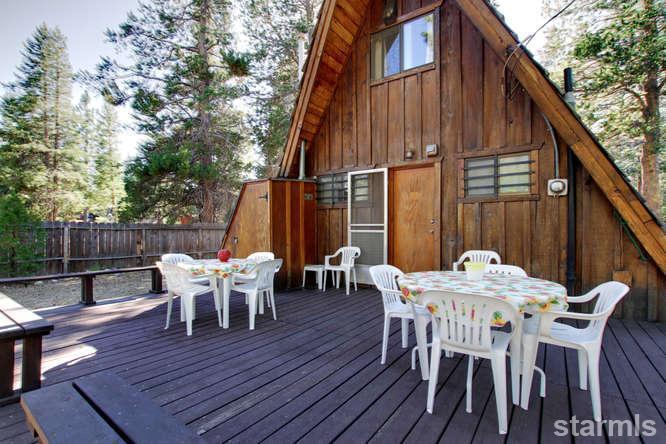 mini wood cabin in lake tahoe usa (1)