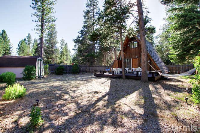 mini wood cabin in lake tahoe usa (10)