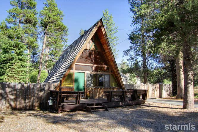 mini wood cabin in lake tahoe usa (12)