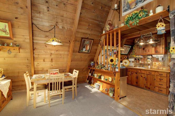 mini wood cabin in lake tahoe usa (13)