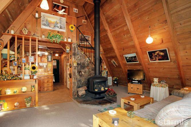 mini wood cabin in lake tahoe usa (2)