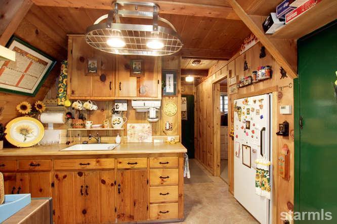 mini wood cabin in lake tahoe usa (5)