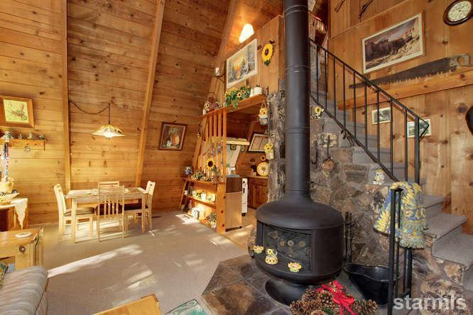 mini wood cabin in lake tahoe usa (6)