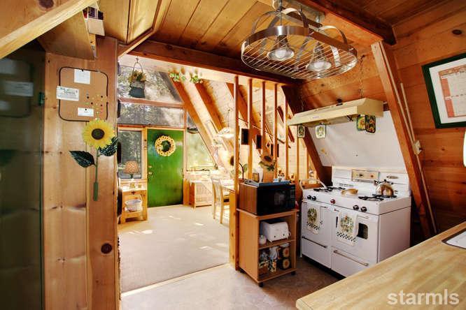 mini wood cabin in lake tahoe usa (7)