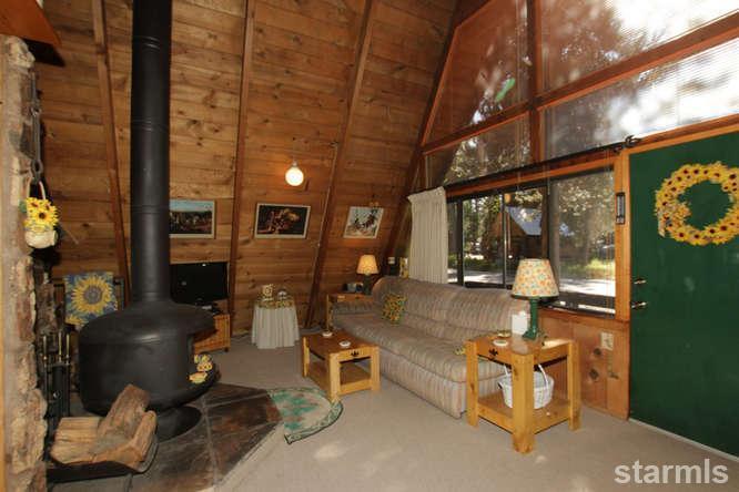 mini wood cabin in lake tahoe usa (8)