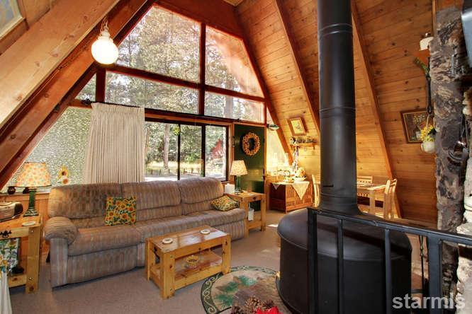 mini wood cabin in lake tahoe usa (9)
