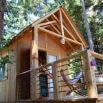 บ้านทรงกระท่อมไม้หลังเล็ก สร้างเพื่อวันหยุดพักผ่อน ออกแบบแนวคันทรีเรียบง่าย