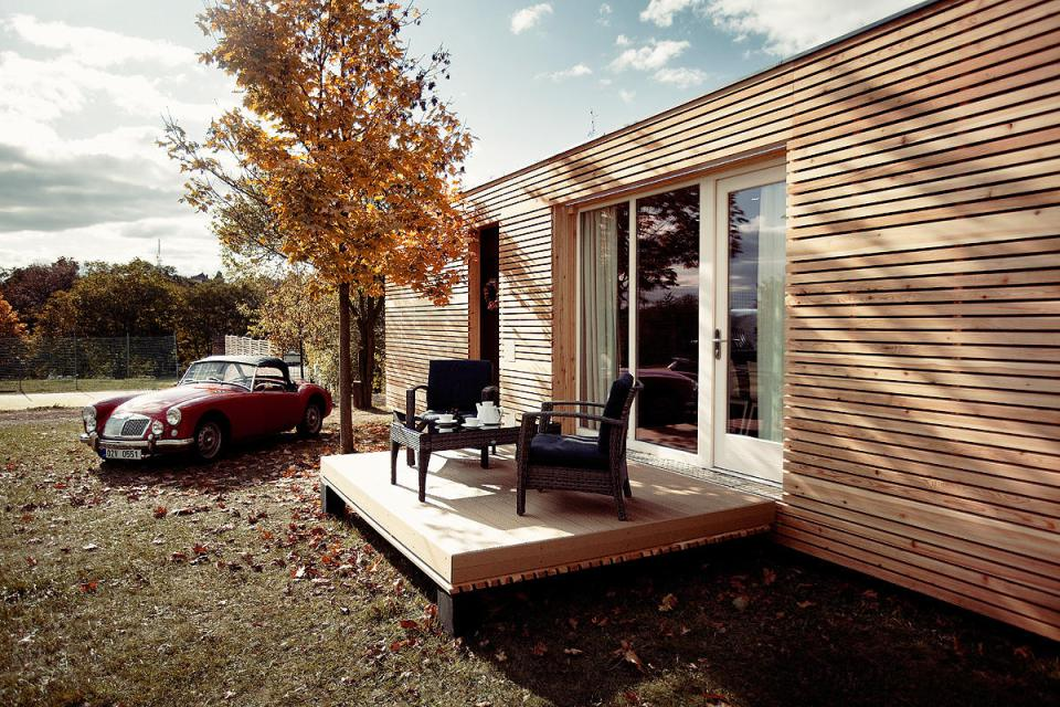 modern compact wooden house for small living (3)