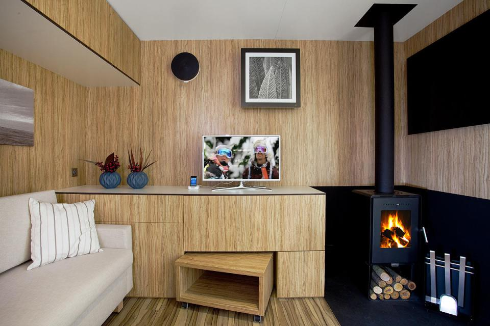 modern compact wooden house for small living (6)