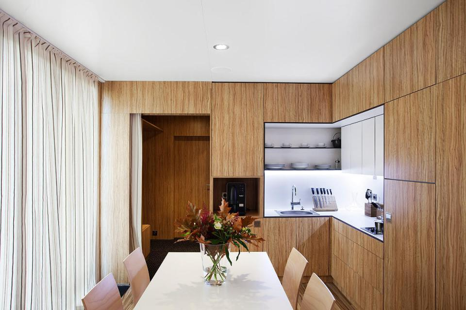 modern compact wooden house for small living (9)