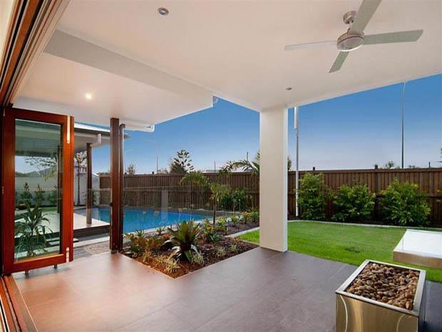 modern contemporary house with garden (12)
