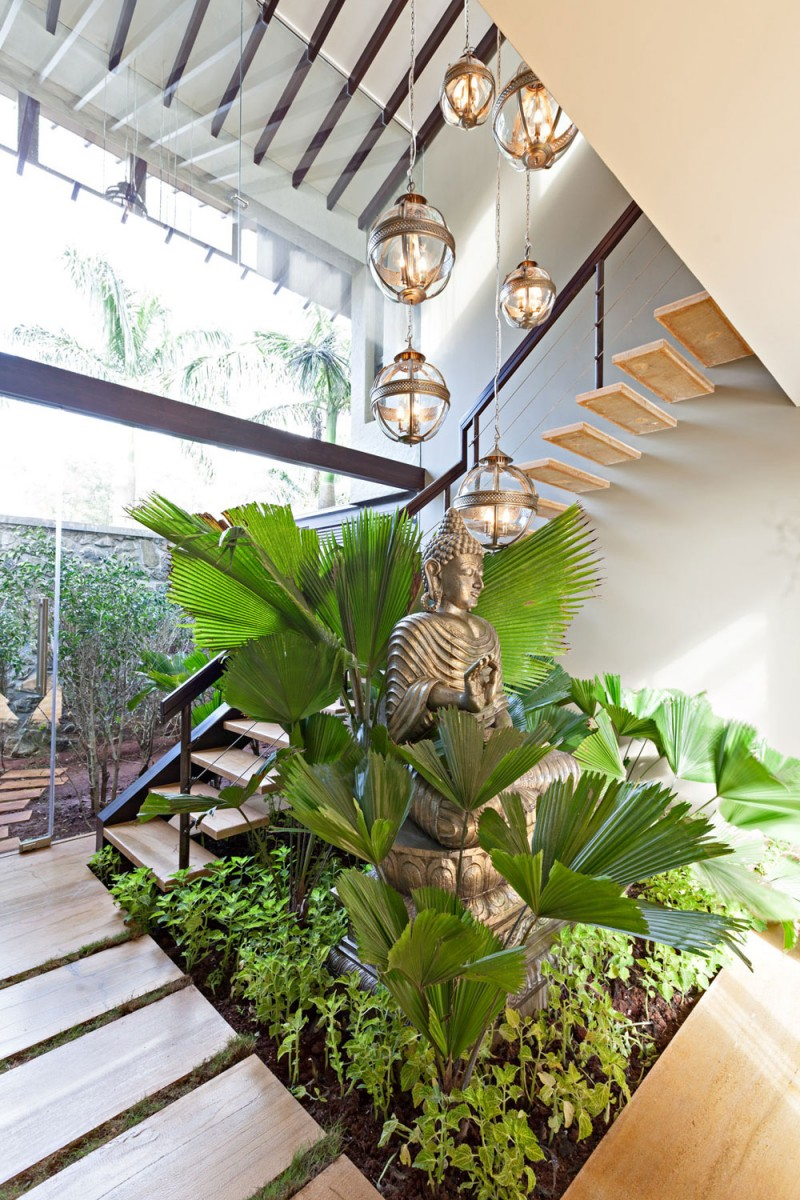 modern contemporary moonsoon house in india (11)