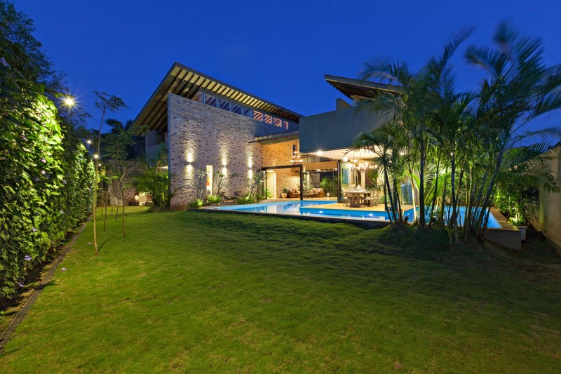 modern contemporary moonsoon house in india (18)