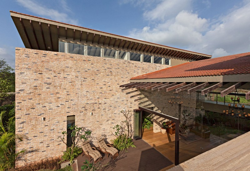 modern contemporary moonsoon house in india (6)