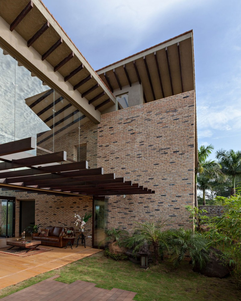 modern contemporary moonsoon house in india (7)
