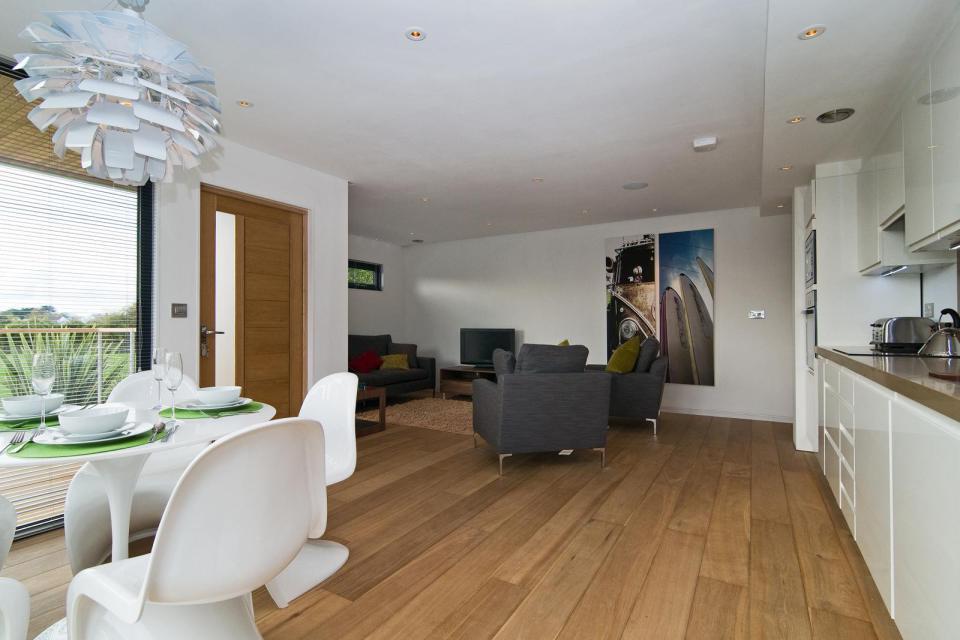 modern house compact living idea (11)
