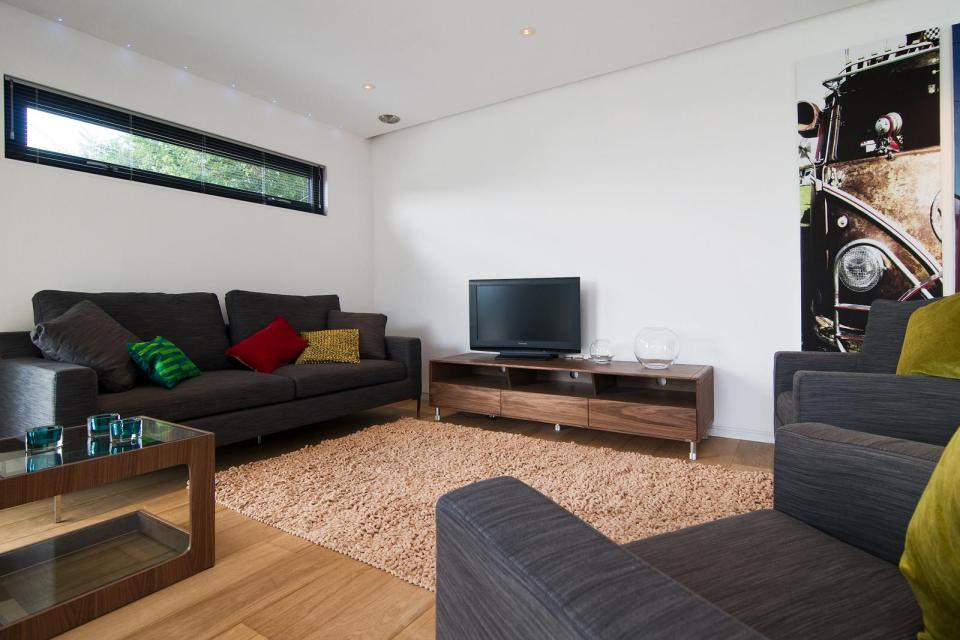 modern house compact living idea (12)