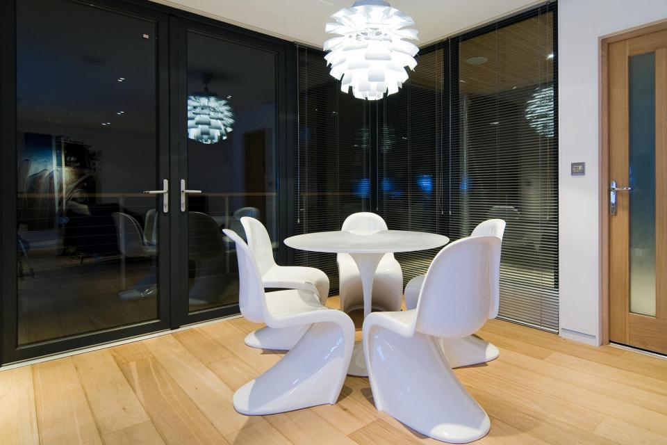 modern house compact living idea (17)