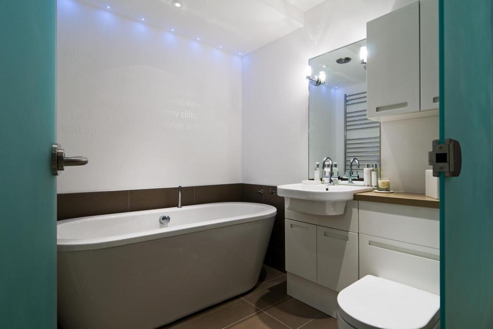 modern house compact living idea (27)
