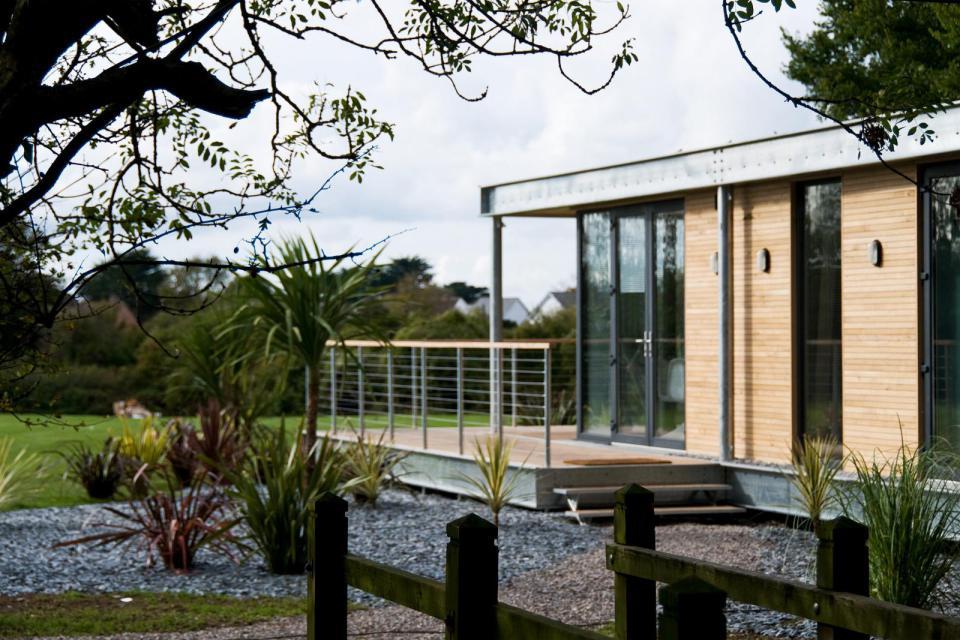 modern house compact living idea (6)