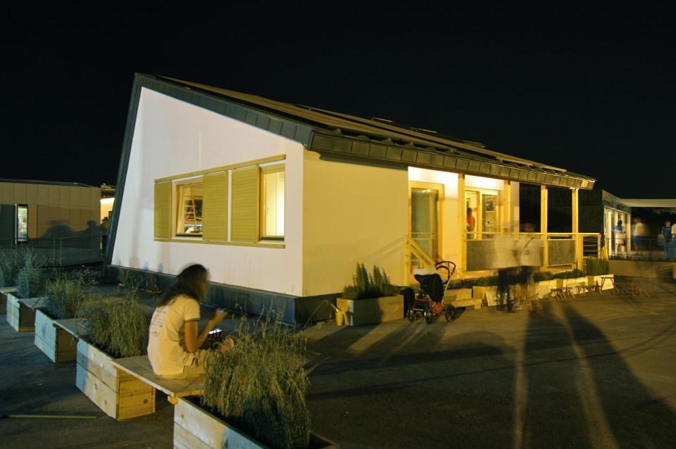 modern loft solar power house (1)