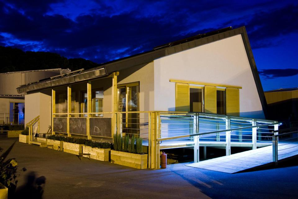 modern loft solar power house (2)