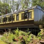 โบกี้รถไฟเก่าอายุ 200 ปี กลายมาเป็นบ้านสวยแบบคลาสสิค อยู่ได้อย่างสะดวกสบาย