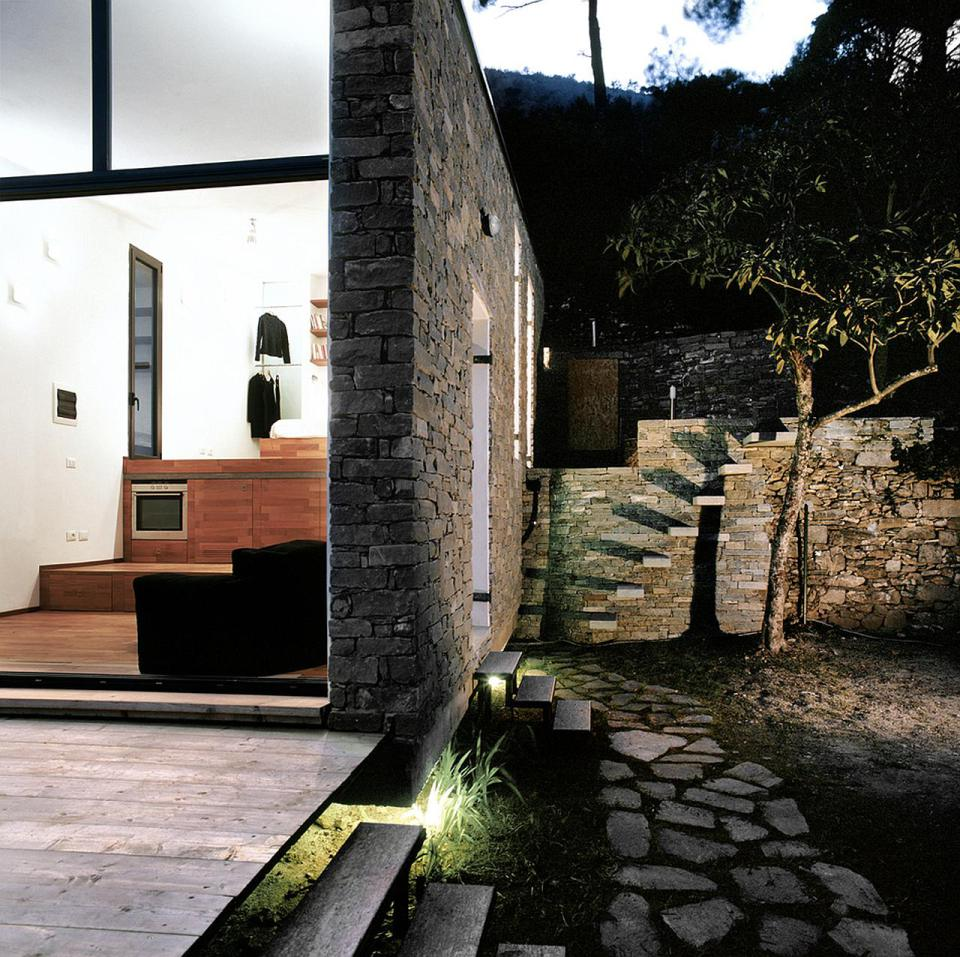 small box classic contemporary loft minimal house in italy (15)