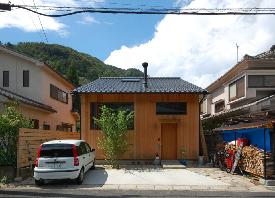 small compact wood house in japan kyoto (2)