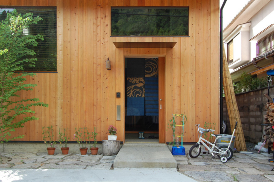 small compact wood house in japan kyoto (3)