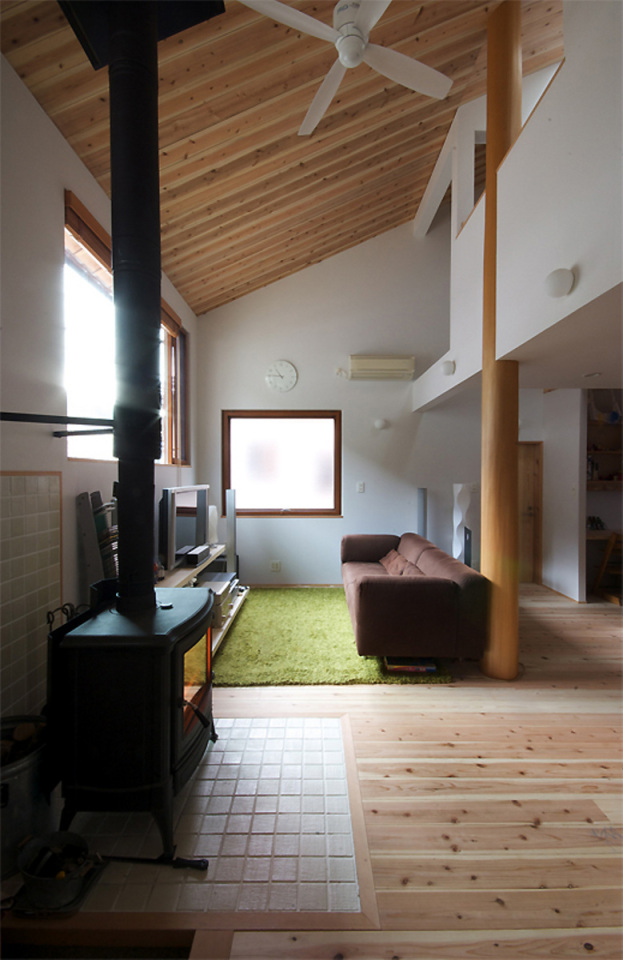 small compact wood house in japan kyoto (4)