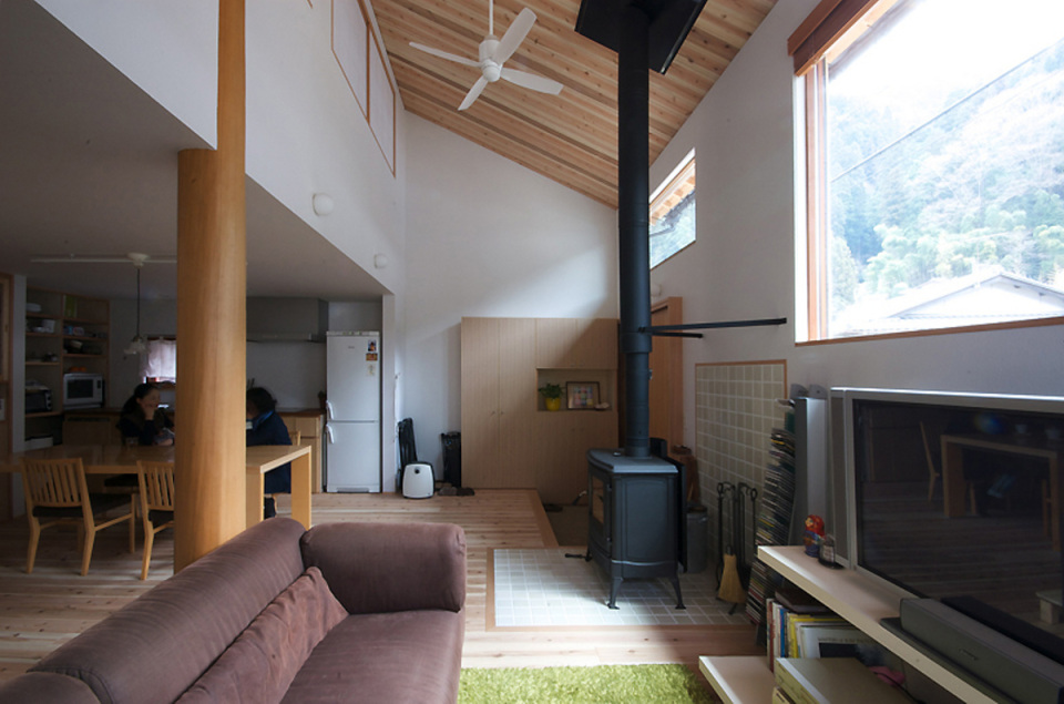 small compact wood house in japan kyoto (8)
