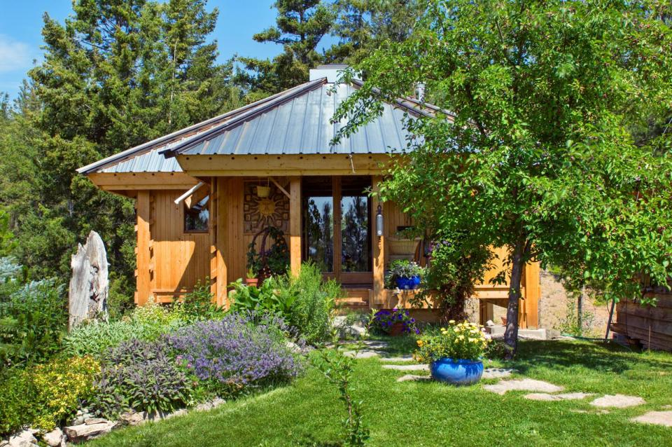 small cottage house for single people (1)