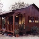 บ้านกระท่อมไม้แบบคลาสสิค ผสมผสานศิลปะแบบดั้งเดิม เพื่อชีวิตสงบเรียบง่าย