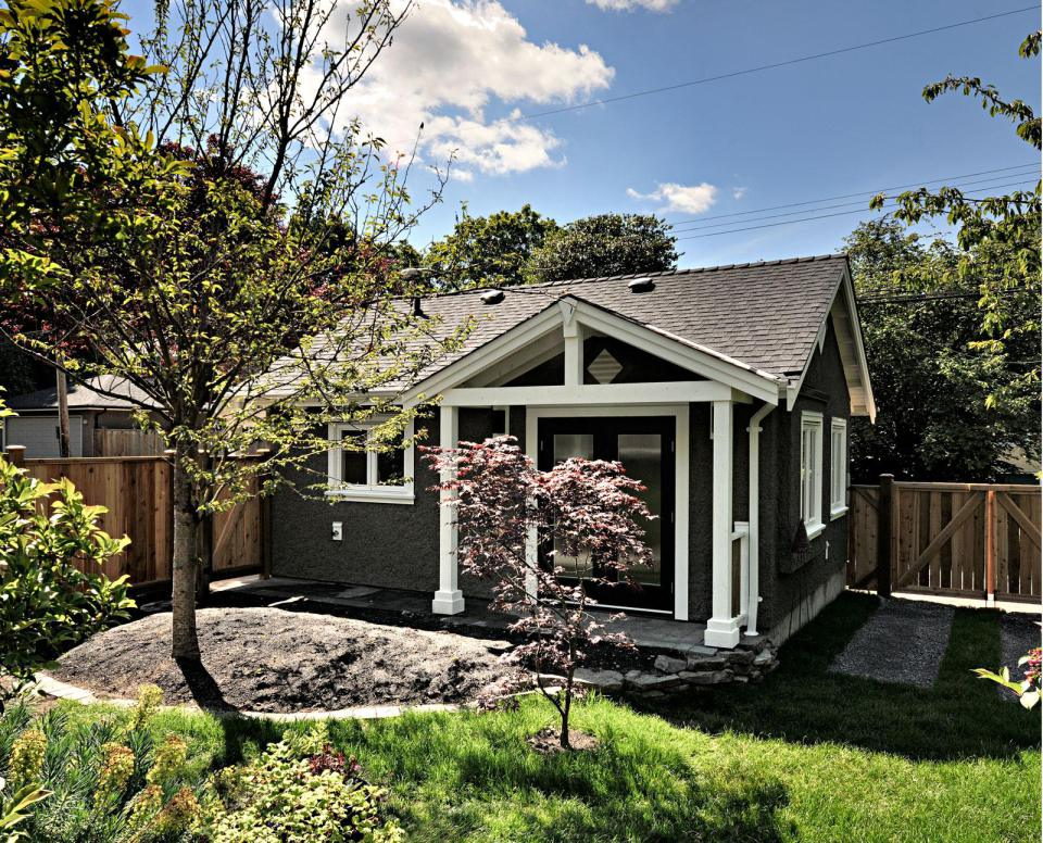 small cottage house in vancouver canada (9)