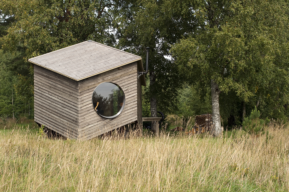 small cottage house suitable living (1)