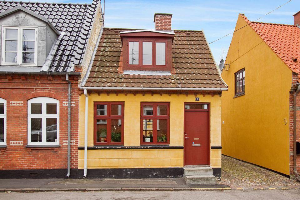 small mini cute townhouse denmark (1)