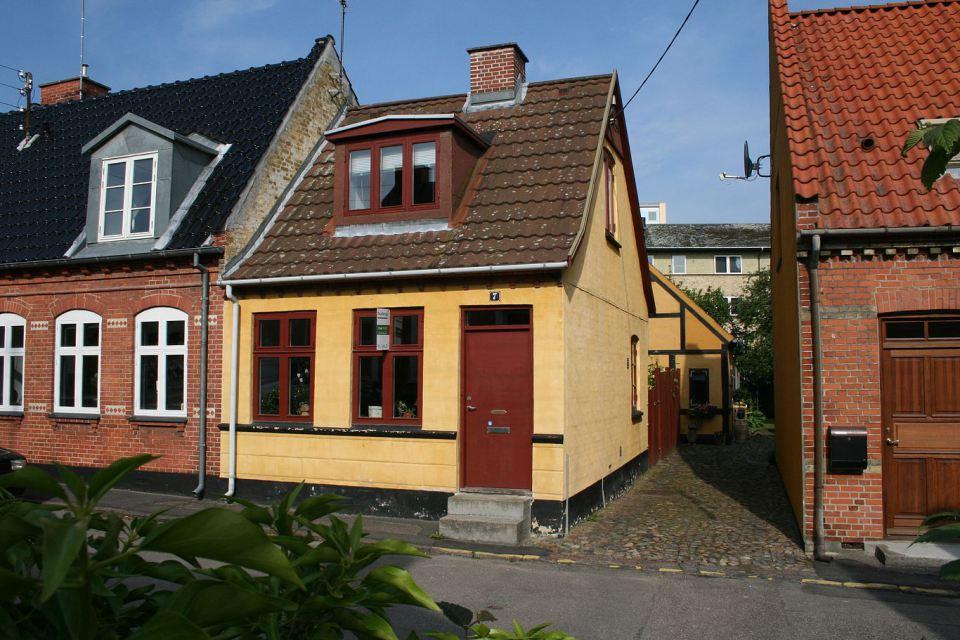 small mini cute townhouse denmark (2)