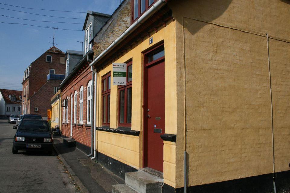 small mini cute townhouse denmark (3)