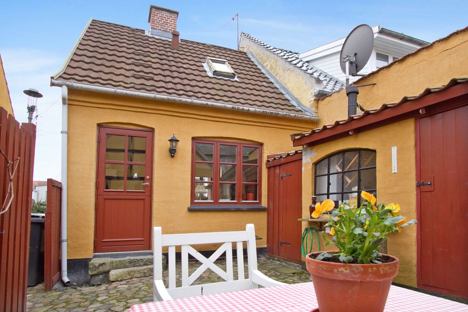 small mini cute townhouse denmark (4)