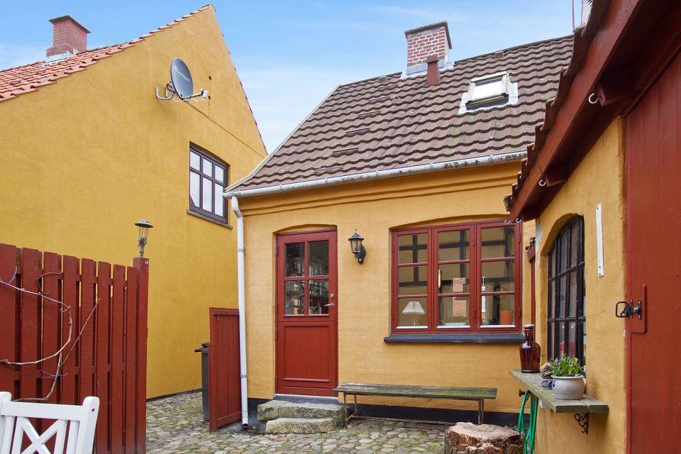 small mini cute townhouse denmark (5)
