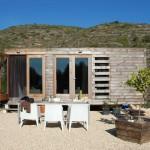 บ้านไม้ทรงกล่องแบบคอมแพ็ค ขนาดกะทัดรัดกำลังดี สำหรับรูปแบบชีวิตง่ายๆ
