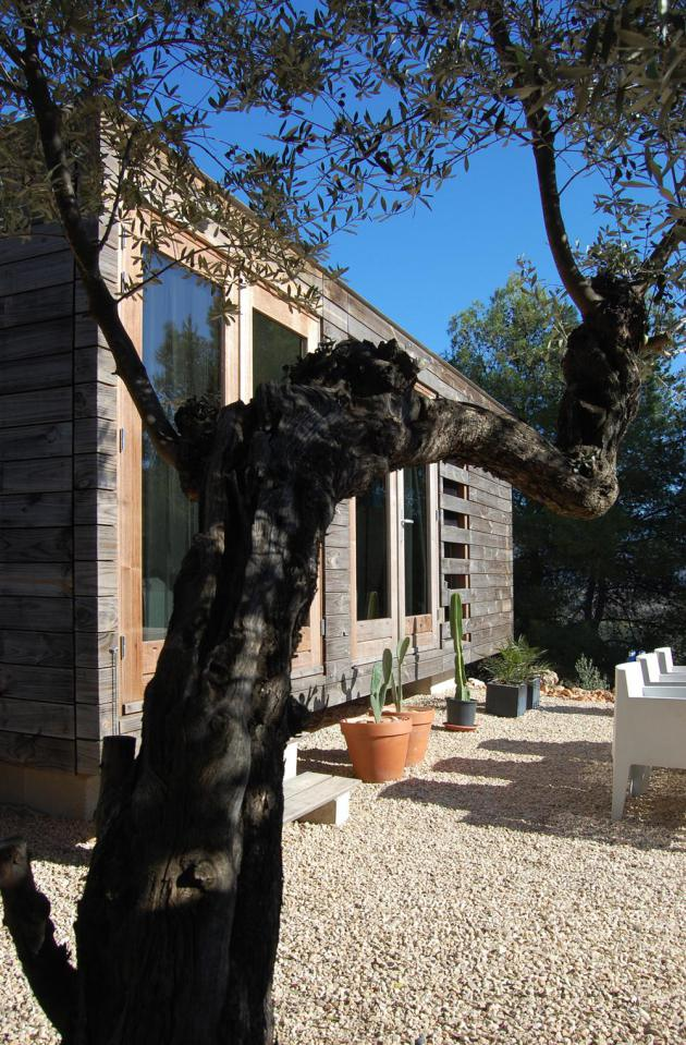 small wooden compact house in spain (2)